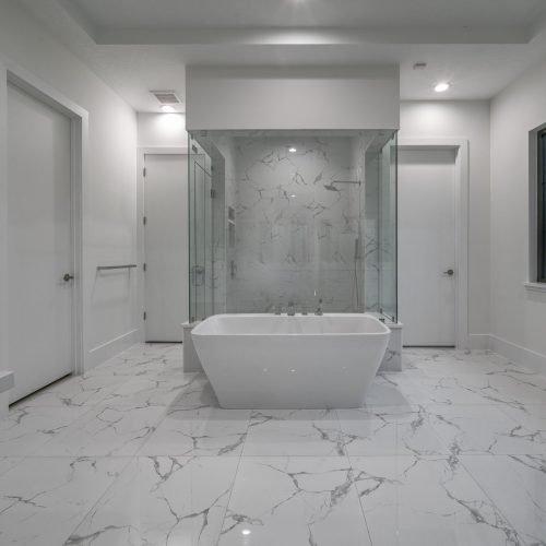 custom bath in new home by Beck Custom Homes
